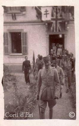 1943 le Général Giraud à Corte sortant de la sous-préfécture (Copier)