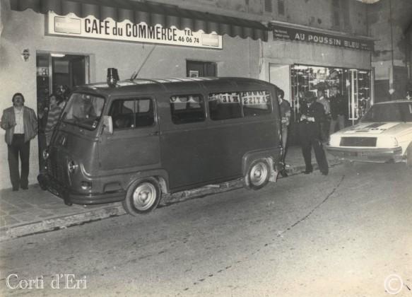 La police verbalisant un véhicule de gendarmerie sur le cours Paoli ( insolite ) (Copier)