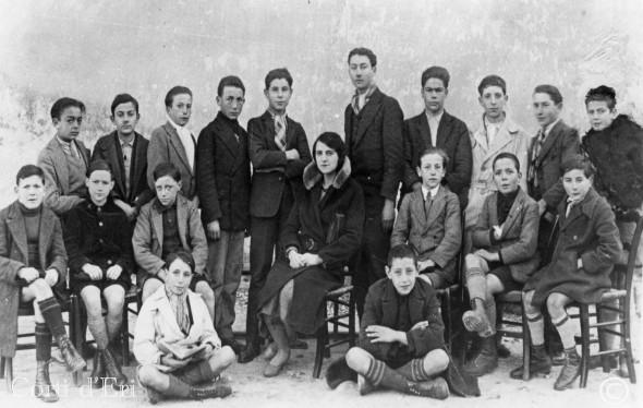 en haut à droite Mgr Casanova à l'école primaire en 1928 (Copier) copie